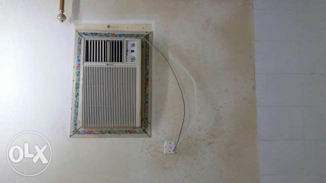 Window ac 1.5 ton almost new condition