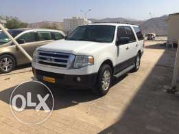 Ford expedition - model 2012 - white color
