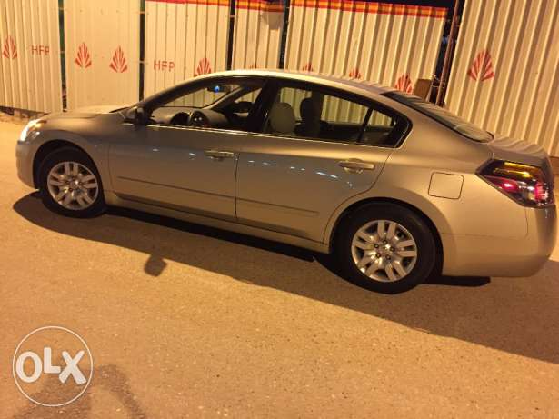 Nissan Altima only 30000 klm driven(indian expat driven)