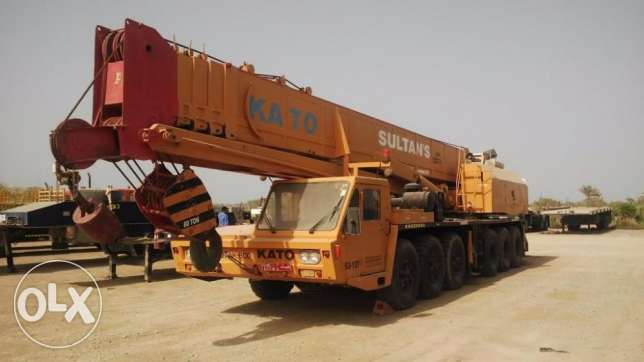 AT KATO crane negotiable serous buyer only available in Ghala مسقط -  1