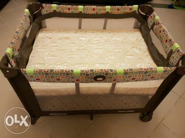 Graco Pack n' Play On The Go Travel Cot with Mattress مسقط -  1