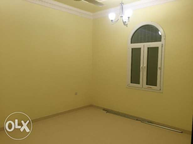 half villa for rent in al mawaleh south phase 2 مسقط -  7