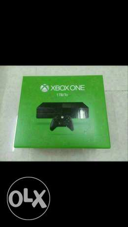 XBOX ONE 1TB with 2 controllers and 1 game مسقط -  5