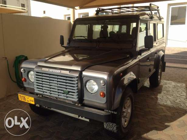 2005 Land Rover Defender 110 Station Wagon 9 Seat Excellent Condition مسقط -  2