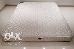 Kingsize mattress in perfect condition (expat leaving)