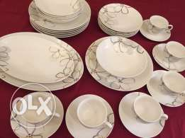 Beautiful dinner set for sale in Mawaleh