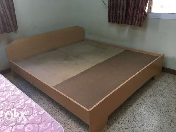 Double king size wooden bed مسقط -  3