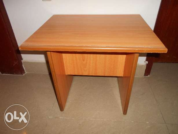 Small coffee/side/TV TABLE مسقط -  1