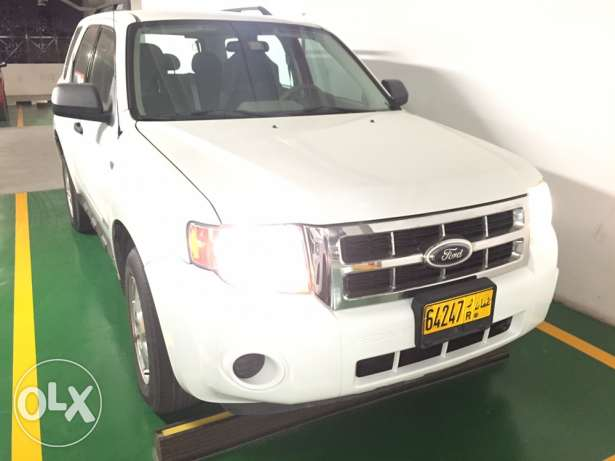 REDUCED PRICE Great Condition Expat Driven Ford Escape 3.0. / 4WD! مسقط -  1