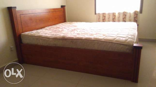 Bed wooden double bed with mattress (king size) price negotiable. مسقط -  1
