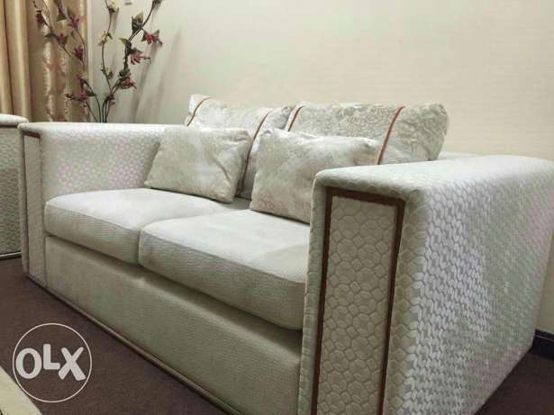 Sofa set ( 3+2+2) very good condition bought from home centre مسقط -  2