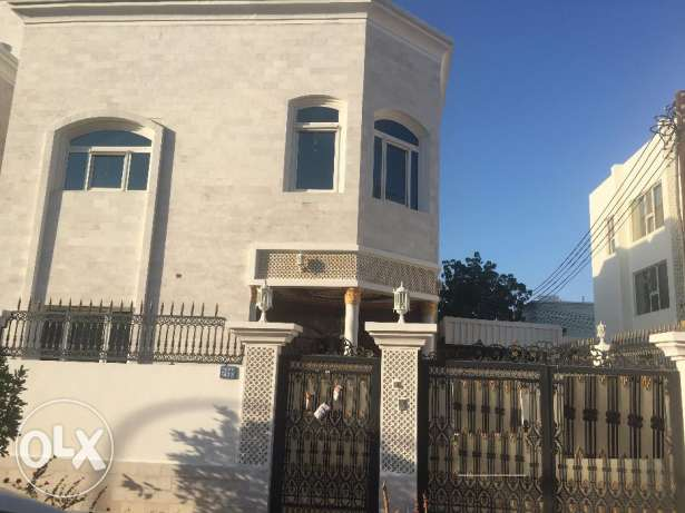 villa for rent in al ozaiba :