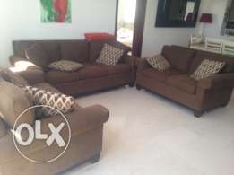 Beautiful rich chocolate brown 3 piece sofa couch 3+2+2 in lovely cond