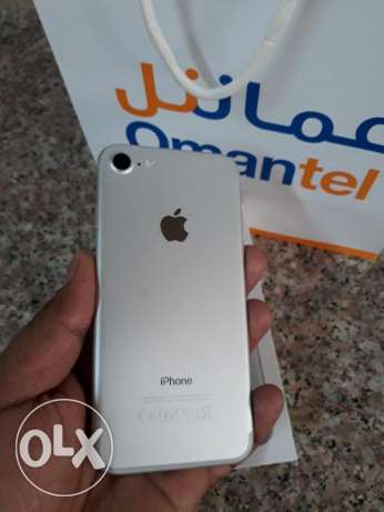 Iphone 7 128gb silver 11 month warranty and all accessories