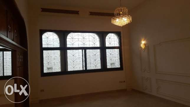 Big High Quality Villa for RENT in Madinant Sultan Qaboos مسقط -  2