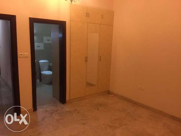 Al Khuwair 33 after the mosque 2 BHK 2Bedrooms hall 2bathrooms buildin مسقط -  3