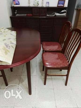 Extendable Mahogany Ovar dining table with 6 chairs مطرح -  1