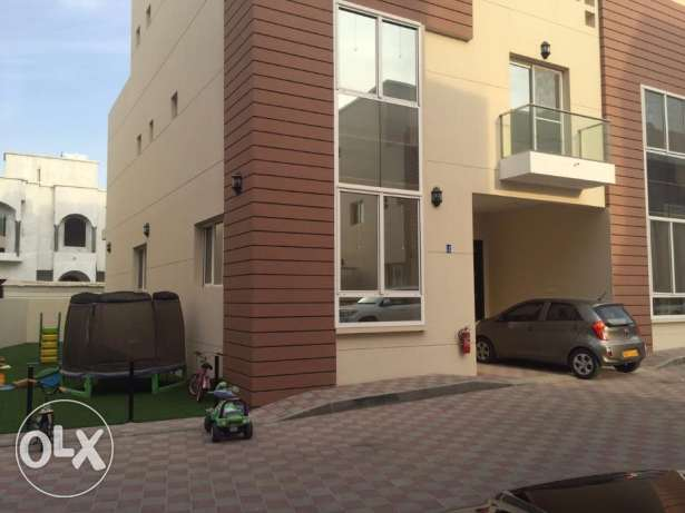 villa for rent in alozaiba inside complex مسقط -  1