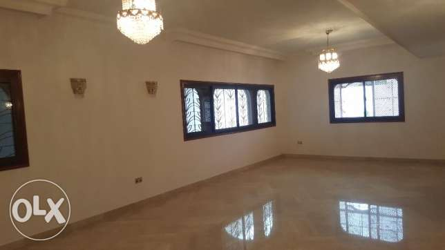 Big High Quality Villa for RENT in Madinant Sultan Qaboos مسقط -  5
