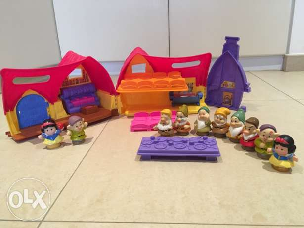 Fisher Price Little people Disney Snow White cottage and the seven dwa