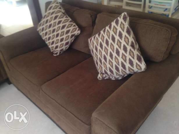 Beautiful rich chocolate brown 3 piece sofa couch 3+2+2 in lovely cond مسقط -  3