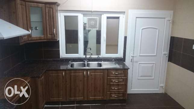 Ghoubra & Azeba Rooms and flats for rent in a compound good price مسقط -  4