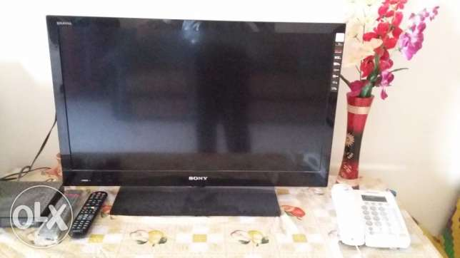 "Sony Bravia LED 32"" with satelite reciever & accessories for sale"