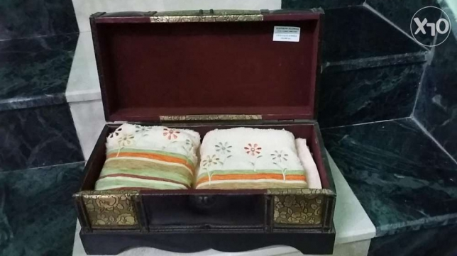 2 pcs face towel with wooden crafted box