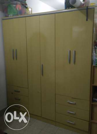 Bed and cabinet For sale urgent مسقط -  3