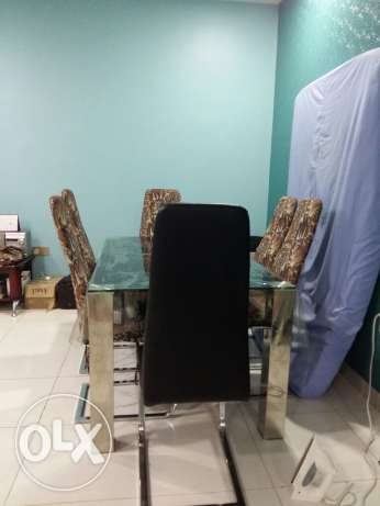Dinning table with 6 chairs excellent condition مسقط -  1