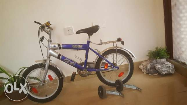 A bicycle with two sides helper