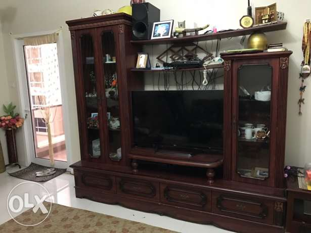 Tv cabinet only (other things not included) مسقط -  1