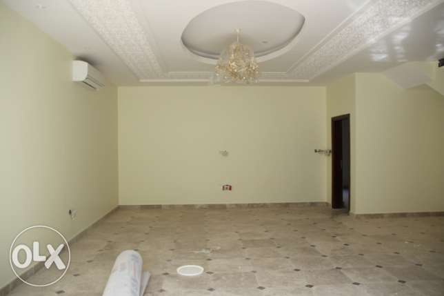 Al Hail South - Brand New 4 Bedroom Villa in a Complex مسقط -  2