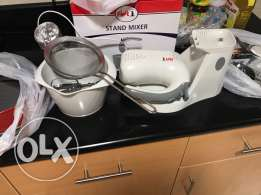stand  mixer,  tools for  making  cake, .all  the  items  10 totally. mixer