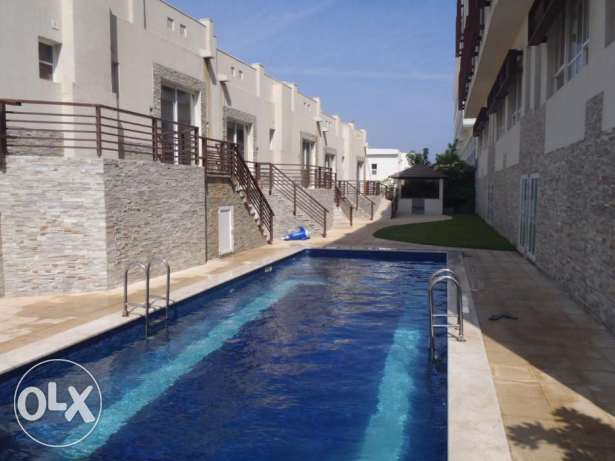 4 Bedroom Row Villa with Communal Pool in Qurum مسقط -  8