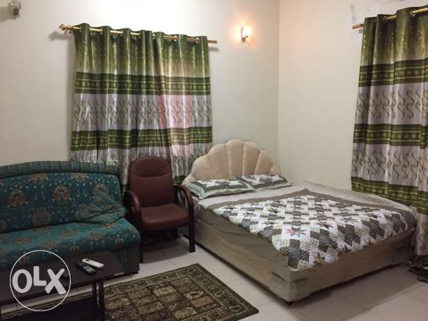 nice and clean fully furnished room Auzaibaغرفه نظيفه وهادئة في العذ