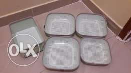 5 plastic baskets
