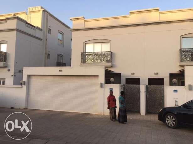 villa for rent in bosher almona withe maids room بوشر -  1
