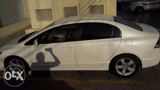 Honda Civic (2006) 1.8 White Automatic for Sale Urgently Expat Leaving مسقط -  4