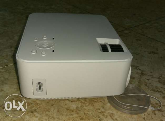 LED Projector + TV BOX Set in Android 4.4 WIFI, Bluetooth, 1500 مسقط -  4