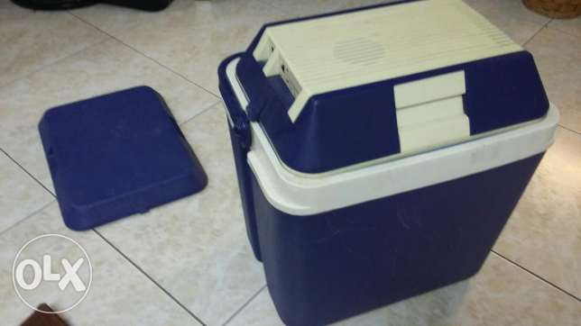 Ice box with cooler and heater top cover