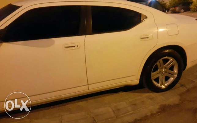 Dodge charger in mint condition for sale السيب -  1