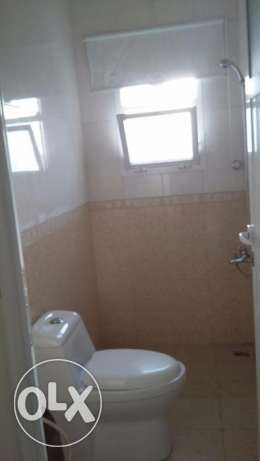 new flat for rent in almawaleh south with 2 balcony مسقط -  3