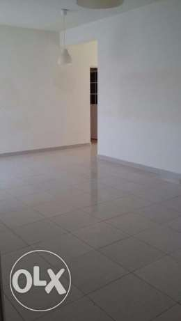 new flat for rent in almawaleh south with 2 balcony مسقط -  7