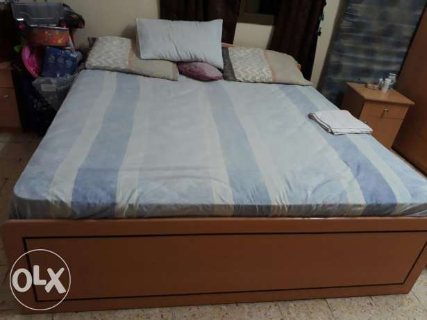 King size bed with mattress مسقط -  1
