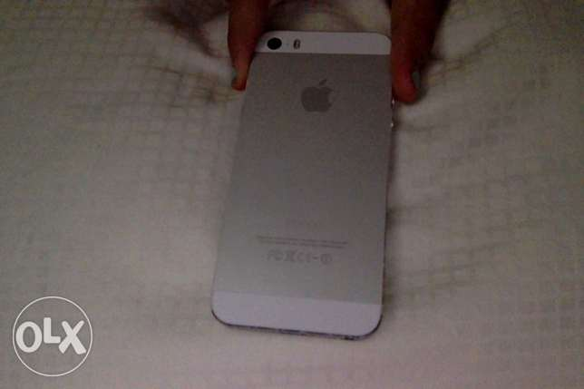 iPhone 5s SLIVER USED only for a year مسقط -  3