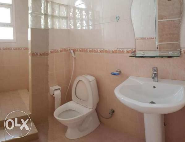 Azaiba behind Zubair Autos. Good Size 3 Bedroom Hall مسقط -  6
