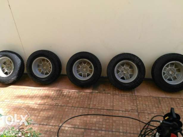 5 Original jeep wrangler wheels and Cooper tyres مسقط -  5
