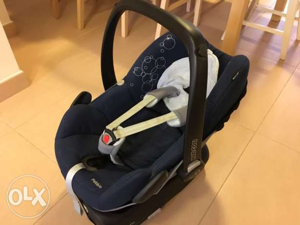 Maxi cosi Pebble with summer cover and Family Fix base