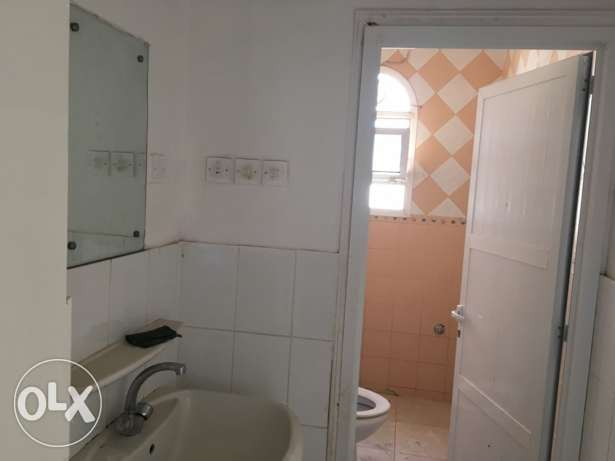flats in ghubra for rent السيب -  4